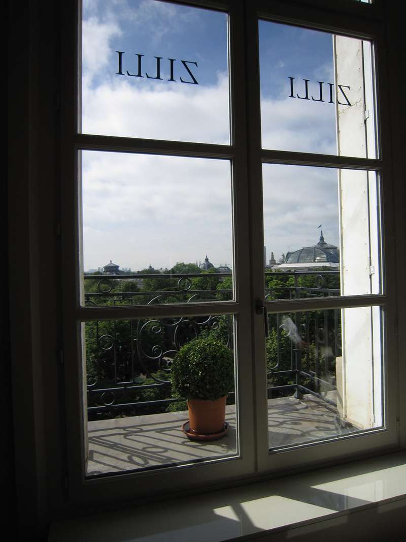 ZILLIショールームの窓から